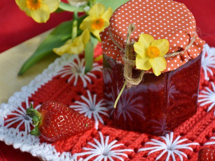 Strawberry jam with mint