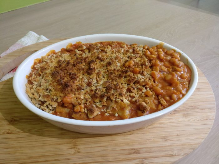 Gratin of white beans, tomato sauce and pork